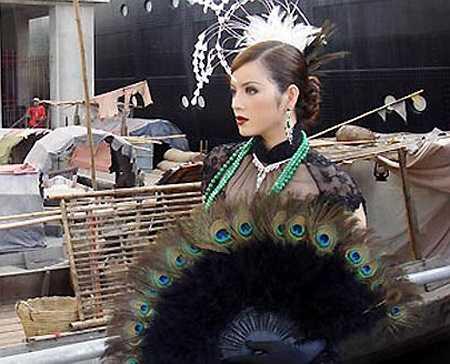 'Kiều nữ'còn gây ồn ào khi tổ chức hẳn một buổi họp báo rùm beng, giới thiệu về vai diễn trong bộ phim 'Shanghai' đình đám.