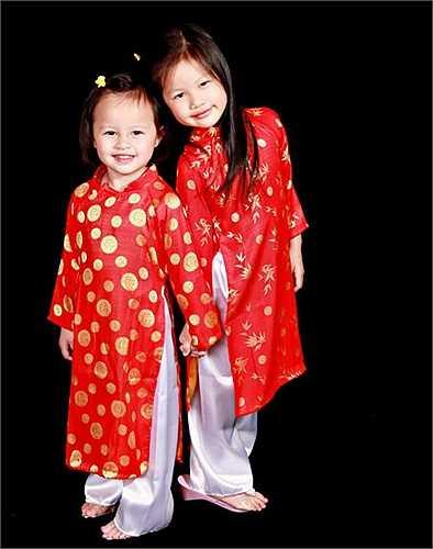 Hai cô con gái đáng yêu với người chồng trước của Ngọc Thuý.