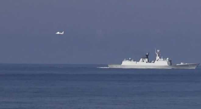 Cận cảnh tàu và trực thăng Trung Quốc xâm phạm biển Việt Nam - Ảnh: Sơn Bách/Vietnam+