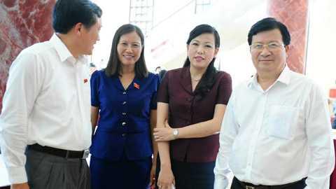 Đại biểu bên hành lang Quốc hội - Ảnh: Minh Thăng/VNN