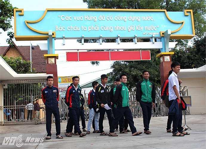 Và nếu tính trong biên chế của U19 Việt Nam thì có 6 người, gồm các tiền đạo Nguyễn Công Phượng và Nguyễn Văn Toàn, các tiền vệ Vũ Văn Thanh và Hoàng Thanh Tùng, 2 hậu vệ là Nguyễn Hữu Anh Tài và Lê Văn Sơn.