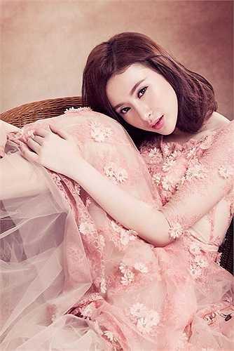 Angela Phương Trinh khi hồn nhiên đáng yêu, khi gợi cảm trong bộ ảnh mới.