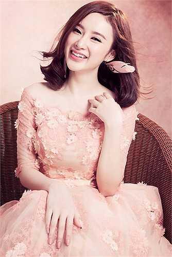 Sau hàng loạt scandal ồn ào, Angela Phương Trinh xuất hiện với những hình ảnh đáng yêu, trong sáng.