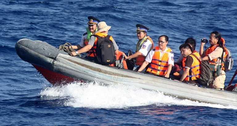Chuyển tàu để có thể vào sâu khu vực nơi TQ hạ đặt dàn khoan trái phép
