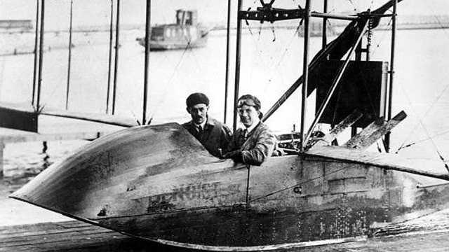 Năm 1914: Chuyến bay hàng không thương mại đầu tiên đã cất cánh từ Florida đến Tampa do Tony Januus điều khiển. Điều đặc biệt đó là chuyến bay chỉ có 1 hành khách.
