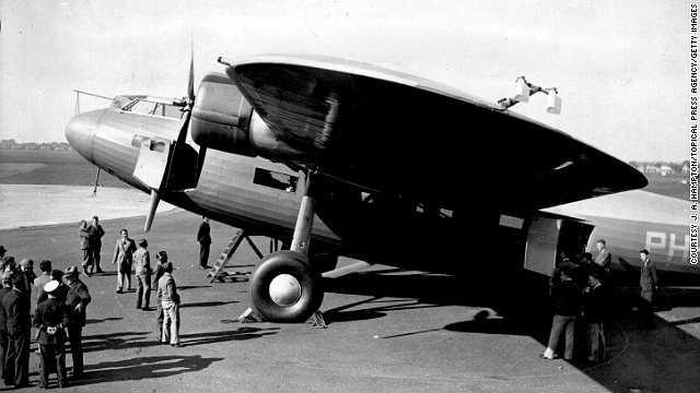 Năm 1920: Hãng hàng không KLM thực hiện chuyến bay đầu tiên. Đây là hãng hàng không lâu đời nhất thế giới đến nay còn hoạt động.