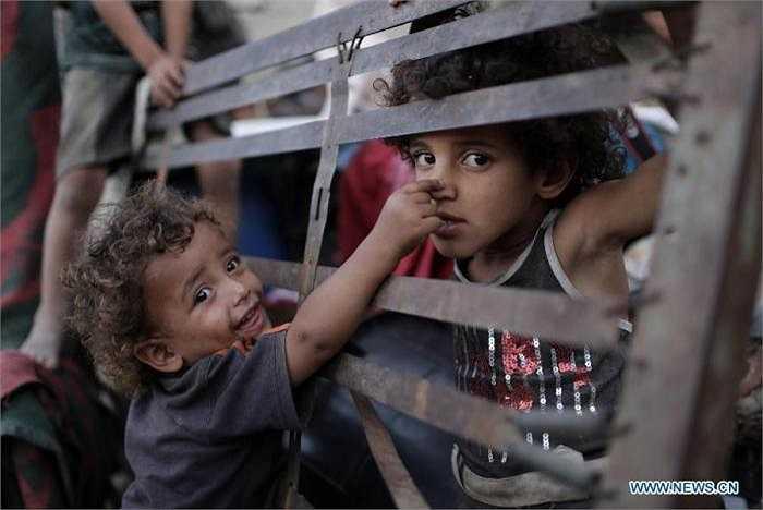 Với tình trạng chiến tranh và đói nghèo đang hoành hành tại đây, chắc hẳn nụ cười trên khuôn mặt của những em bé này sẽ hiếm khi xuất hiện.