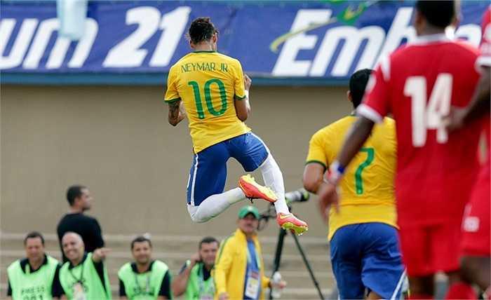 Neymar ăn mừng bàn thắng