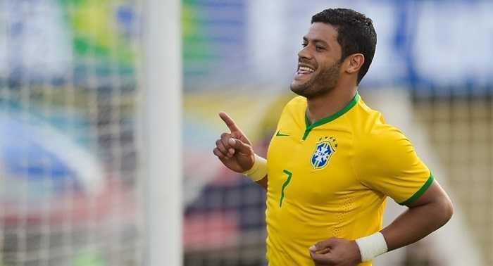Tiền đạo Hulk có bàn thắng nâng tỷ số lên 3-0 cho Brazil ở phút 46