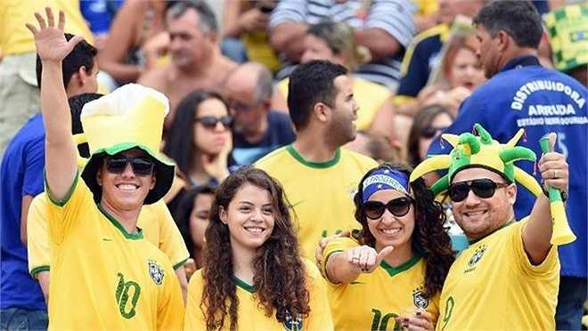 Trong đó, sự có mặt của những fan nữ xinh đẹp sẽ làm cho ngày hội bóng đá lớn nhất hành tinh thêm phần bắt mắt.