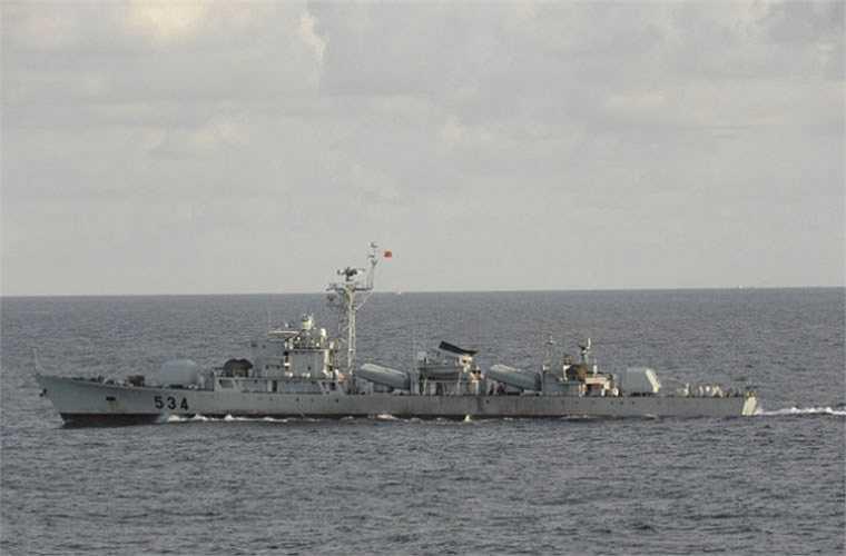 Radar điều khiển hỏa lực băng tần I loại Type 341 dùng cho pháo 100mm, radar điều khiển hỏa lực băng tần I loại Type 343 dùng cho pháo phòng không 37mm, radar hàng hải Type 752 … Tàu cũng được trang bị sonar loại SJD-5, sonar trinh sát SJC-1B, sonar liên lạc SJX-4.