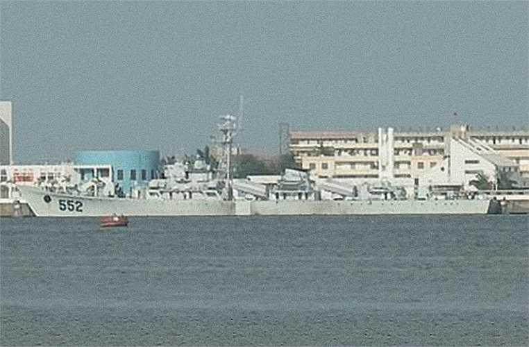 Tàu hộ vệ tên lửa Giang Hồ II số hiệu 534 được mang tên Jinhua, tức Kim Hoa, một thành phố thuộc tỉnh Chiết Giang. Tàu được đóng năm 1982, ban đầu trực thuộc Hạm đội Đông Hải, sau đó chuyển cho Hạm đội Nam Hải.
