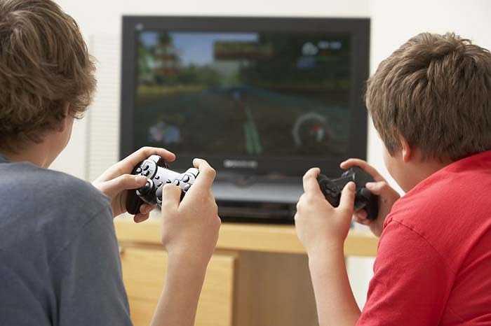 Vấn đề 'chơi game có làm bạn thông minh hơn?' được đưa ra tranh cãi nhiều năm nhưng cuối cùng đã ngã ngũ khi các nhà khoa học chứng minh rằng: Chơi game kích thích phát triển chất xám, cải thiện kỹ năng linh hoạt của tay, các giác quan và cả trí nhớ.