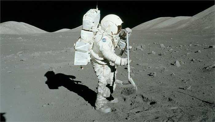 Các cổ vật sẽ được bảo quản trên...Mặt trăng. Đó là phát kiến khó tin nhất vì để đưa toàn bộ kho tàng văn hóa của chúng ta lên mặt trăng phải kèm theo phương pháp bảo vệ chúng khỏi tia bức xạ và nhiệt độ cao của mặt trời. Lá cờ mà Neil Armstrong năm nào cắm trên đó giờ đã bạc màu và hư hỏng do điều kiện quá khắc nghiệt.