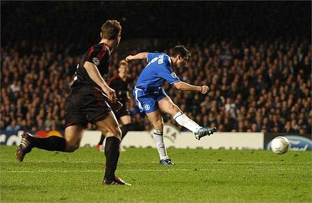 Cú vô lê ấn định chiến thắng 4-2 cho Chelsea trước Bayern Munich tại Stamford Bridge vào ngày 6/4/2005. Người không phổi đỡ bóng bằng ngực sau đường căng ngang của Makelele, trước khi sút ngay bằng chân trái