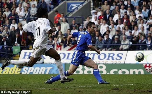 Nhận bóng từ Makelele, Lampard vượt qua nốt Jaaskelainen của Bolton trước khi đưa bóng vào lưới từ góc hẹp. Bàn thắng quan trọng vào ngày 30/4/2005 giúp Chelsea có chức vô địch giải Ngoại hạng lần đầu tiên sau nửa thế kỷ ngay trên sân Reebok