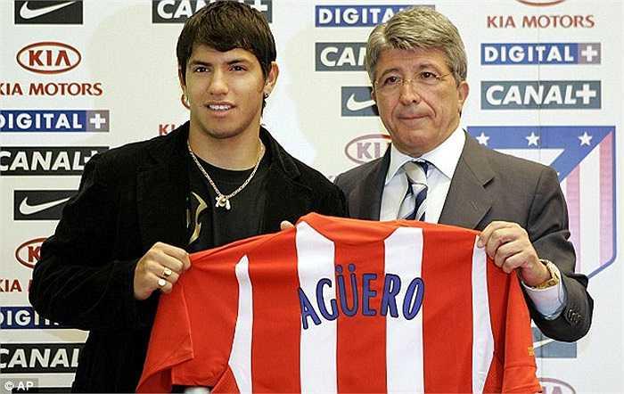 Nhỉnh hơn Obi Mikel một chút là Sergio Aguero. Atletico đã phải trả cho Independiente 16,5 triệu bảng để có được chân sút 18 tuổi