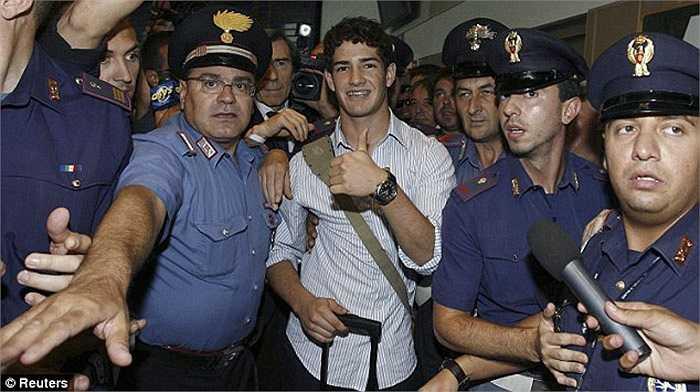 17 tuổi, cập bến AC Milan năm 2007 và cũng tiêu tốn của Rossoneri 17 triệu bảng, Alexandre Pato quả là có duyên với những con số 7. Sau đó anh cũng mặc luôn áo số 7 tại Milan