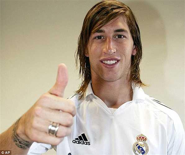 Cũng 19 tuổi khi ra đi nhưng cái giá 21 triệu bảng dành cho Sergio Ramos lại đáng giá đến từng xu. Giờ thì anh đã là một huyền thoại tại Real Madrid