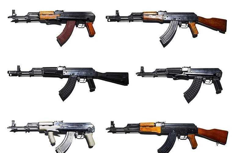 Có hơn 30 quốc gia tham gia sản xuất AK-47, một số sản xuất theo giấy phép nhưng một số sao chép lại không có phép. Mỗi quốc gia lại có những sửa đổi riêng của mình tạo ra vô số biến thể khác nhau từ AK-47 nguyên bản của Liên Xô.
