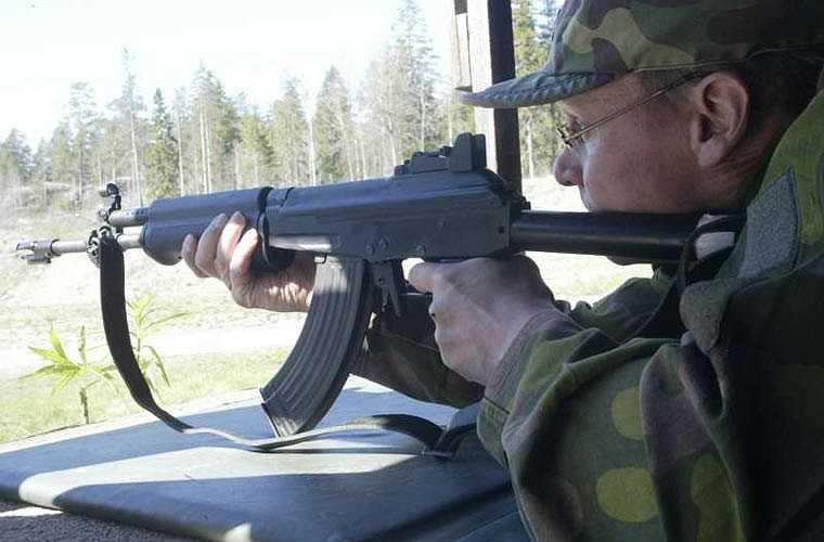 RK-62 là biến thể của AK-47 do Phần Lan sản xuất theo giấy phép vào năm 1962. Súng có loa che lửa đầu nòng mới, khoảng cách giữa thước ngắm phía trước và phía sau khá xa. RK-62 được đánh giá có độ chính xác cao hơn so với AK-47, là một biến thể chất lượng cao của AK-47.