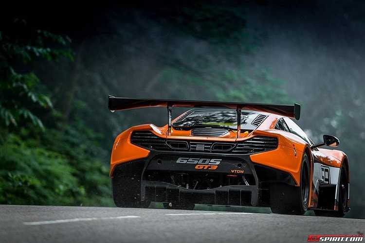 Ra đời nhằm thay thế siêu xe GT3 12C ra mắt năm 2013, McLaren 650 GT3 được nâng cấp nhiều công nghệ hiện đại nhằm hỗ trợ cho người lái.