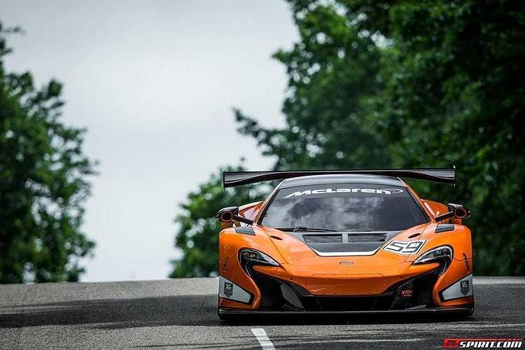 Xe được thiết kế với phần mũi xe lấy cảm hứng khí động học của mẫu P1, cửa hút khí 2 cánh lớn hơn và cánh gió đuôi tăng thêm tính thể thao cho chiếc xe.