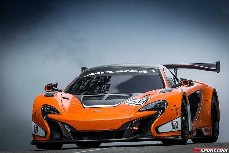 Hệ thống treo được thiết kế lại khiến vòng cua rộng hơn, dễ dàng đối với các tài xế mới lần đầu lái thử mẫu xe thể thao này.