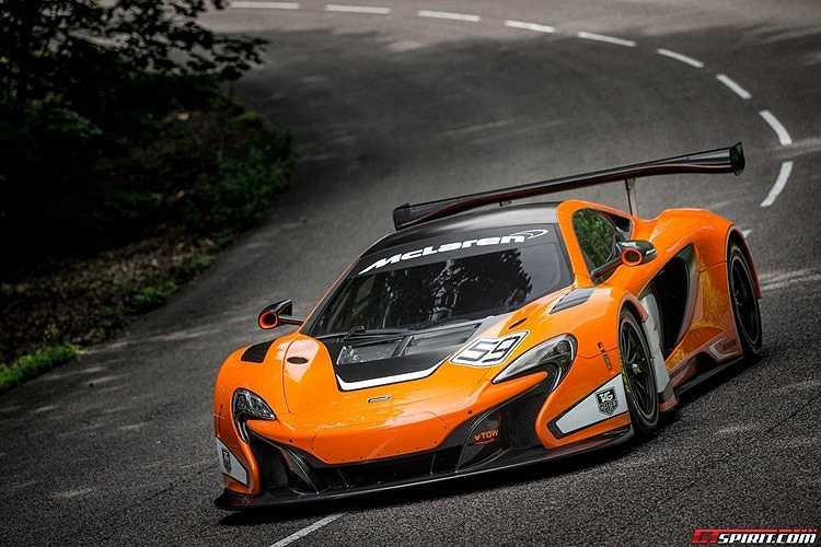 McLaren 650 GT3 sử dụng động cơ V8 twin-turbocharged 3,8 lít sinh ra công suất 500 mã lực. Điểm nhấn của hãng McLaren cho phép người đang sở hữu dòng xe 12C GT3 có thể yêu cầu các đại lý McLaren nâng cấp lên 650 GT3.