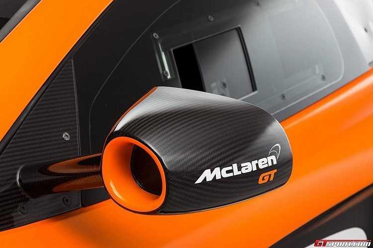 Gương xe độc đáo mang biểu tượng dòng GT của McLaren.
