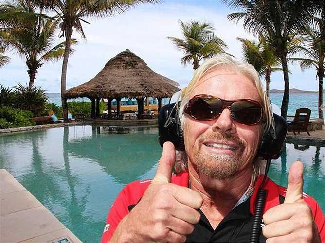 Tỷ phú Richard Branson dành nhiều thời gian tiệc tùng tại đảo Necker Island trên biển Caribe của mình. Khu nghỉ mát có thể đón cùng một lúc 30 người và có tám phòng ngủ.