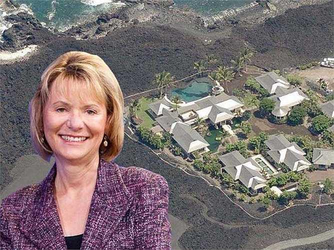 Kỳ nghỉ của cựu Giám đốc điều hành Yahoo Carol Bartz ở ngôi nhà gồm 5 phòng ngủ trên Đảo Lớn ở Hawaii. Khu đất 117.000 m2 mà ngôi nhà tọa lạc được bao quanh với sân golf tuyệt đẹp