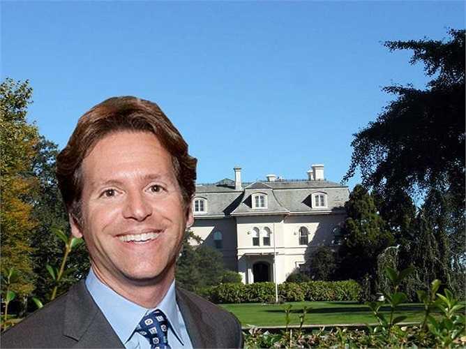 Lãnh đạo doanh nghiệp công nghệ cao Sanfrancisco Trevor Traina sẽ trải qua kỳ nghỉ ở lâu đài cổ kính trên đảo Rhode.