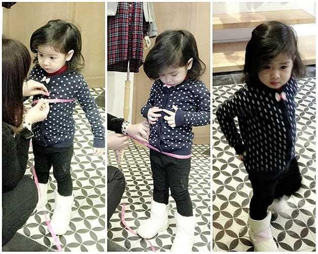 Từ khi sinh con, vì muốn nàng công chúa nhỏ tránh xa sự tò mò của dư luận, Lưu Hương Giang - Hồ Hoài Anh chưa bao giờ khoe con gái trên mặt báo, luôn giấu kín hình ảnh.