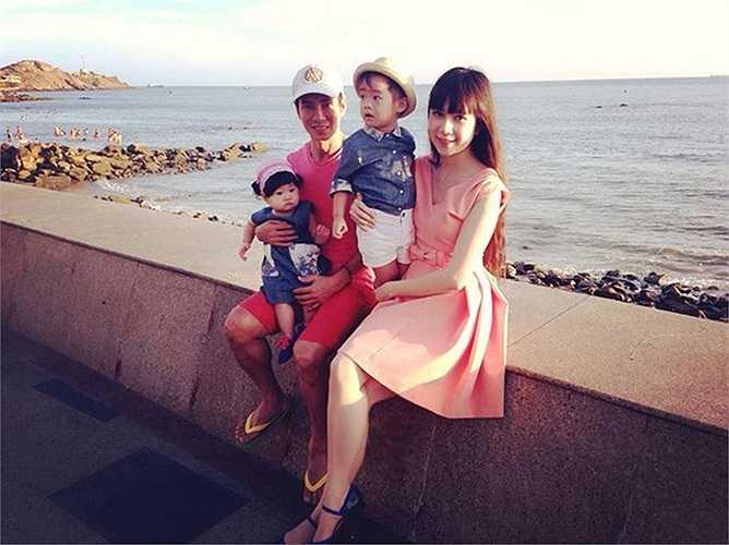 Ca sĩ Lý Hải bên gia đình.
