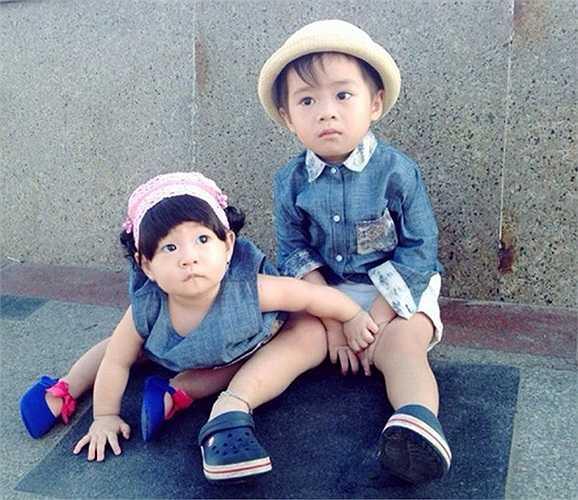 Hai anh em được bố mẹ cho ăn mặc rất sành điệu
