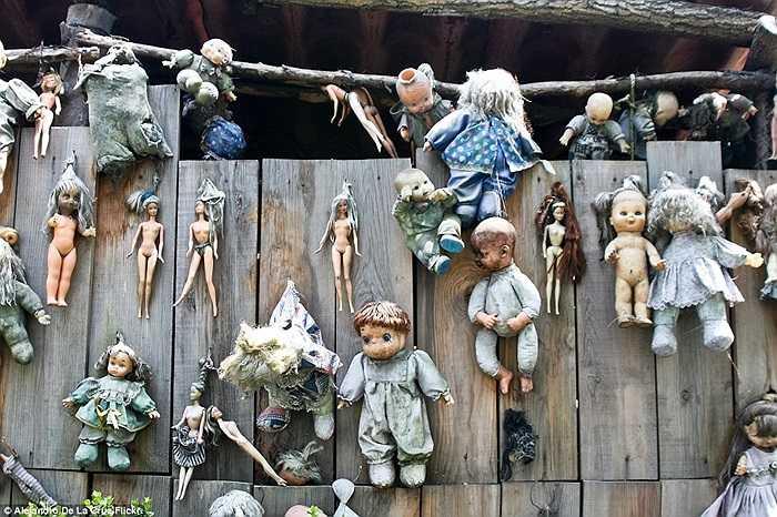 Hòn đảo 'ma búp bê' này nằm ở Mexico, nơi có hàng trăm món đồ chơi của trẻ em