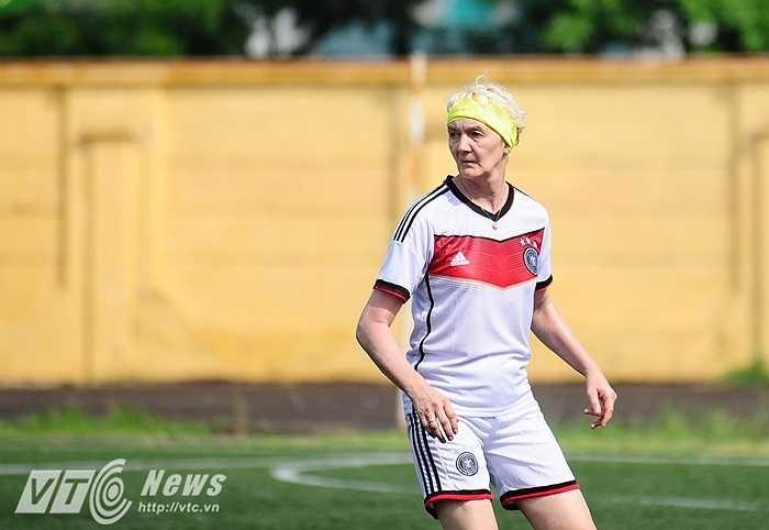 Cầu thủ nữ đặc biệt trong đội hình Đại sứ quán Đức
