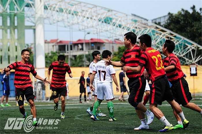 Đội bóng của Bộ Giao thông vận tải thi đấu ăn ý và sắc nét trong các trận đấu của giải