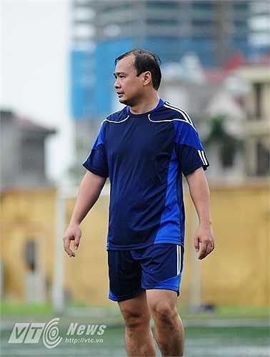 Hậu vệ mang số áo 3 của đội bóng là người phát ngôn Bộ Ngoại giao