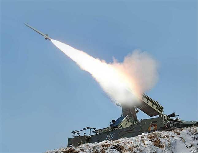 Bệ phóng tên lửa tầm ngắn Triều Tiên