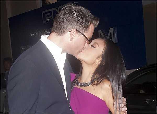 Vợ chồng Đoan Trang cũng được coi là một cặp đôi mật ngọt của showbiz Việt. Theo những gì giọng ca Sô cô la chia sẻ, ông xã người Thụy Điển rất lãng mạn và hết mực yêu chiều cô.