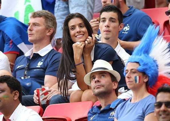 Ludivine, vợ xinh của Bacary Sagna. Cô được bình chọn là người đẹp nhất trong dàn vợ và bạn gái cầu thủ Pháp