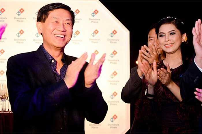 Ông Johnathan Hạnh Nguyễn và bà Lê Hồng Thủy Tiên giữ chức Chủ tịch Hội đồng quản trị và Tổng giám đốc của Tập đoàn Liên Thái Bình Dương (IPP) – tập đoàn thương mại, trong đó có hoạt động phân phối hàng hiệu.