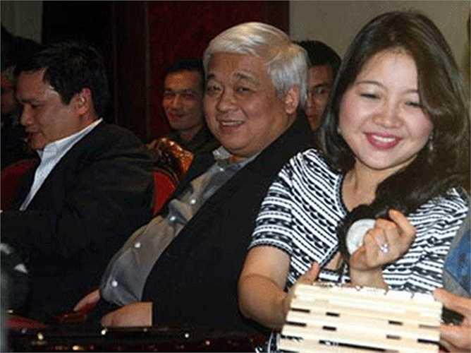 Bầu Kiên có công sáng lập ngân hàng ACB. Trong khi đó, bà Lan luôn bên cạnh phò tá, giúp chồng tại các công ty khác.