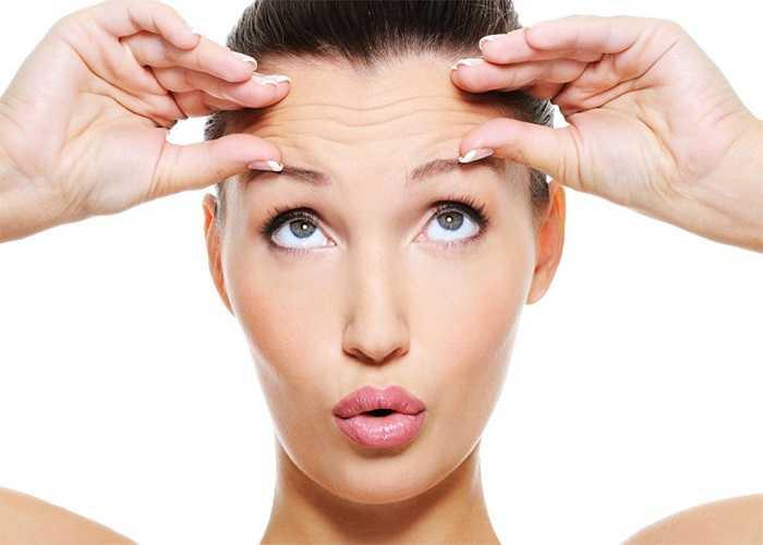 Nếp nhăn: Xuất hiện nếp nhăn ở những người lớn tuổi là điều không thể tránh khỏi, tuy nhiên nó cũng có thể là dấu hiệu cho thấy bạn bị loãng xương.