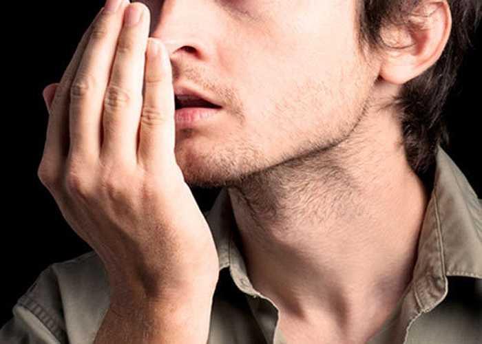 Hôi miệng: Hơi thở hôi là dấu hiệu của bệnh về nướu, vốn có thể liên quan tới rối loạn cương dương. Các nhà nghiên cứu Thổ Nhĩ Kỳ phát hiện ra rằng trong số nam giới từ 30 tới 40 tuổi, những người bị bệnh nướu nghiêm trọng dễ bị rối loạn cương dương gấp 3 lần so với những người có nướu khỏe mạnh.
