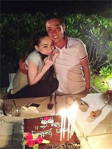 Tháng 11/2012, Hồ Ngọc Hà chia sẻ hình ảnh ngọt ngào khi được chồng tổ chức sinh nhật.