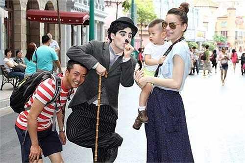 Đầu năm 2014, Hà Hồ chia sẻ khoảnh khắc vui vẻ của cả gia đình khiến nhiều người ngưỡng mộ.