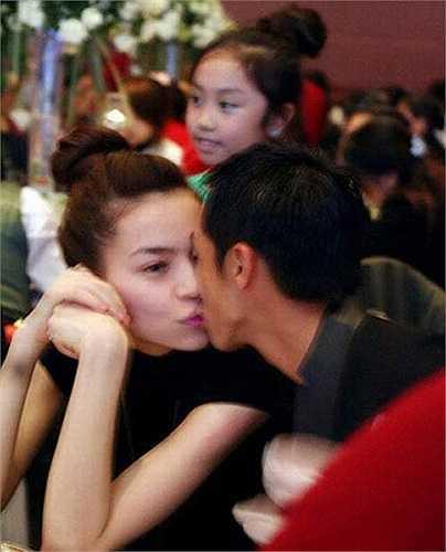 Từ đó, cặp đôi công khai xuất hiện rất tình cảm trong tất cả các sự kiện.